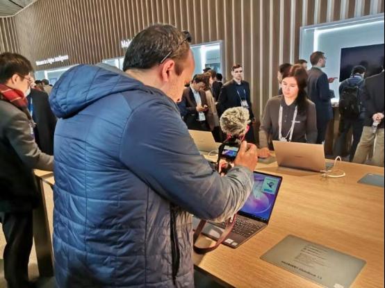 华为MateBook系列是面向职场新人消费群体而推出的PC产品线