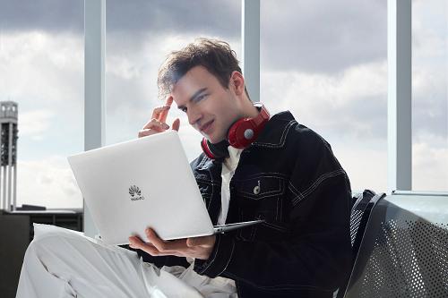 """华为MateBook 13采用了""""3:2全面屏""""设计拥有88%的超高屏占比"""
