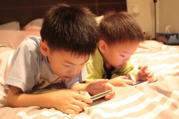我们,终于都活在手机里了...