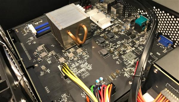 蓝宝石展示10块显卡并行:搭配AMD嵌入式霄龙