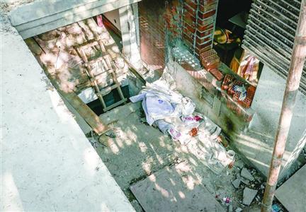 2016年8月29日,华亭路83弄1号开挖的地下室现场。 本版图片/晨报记者 张佳琪