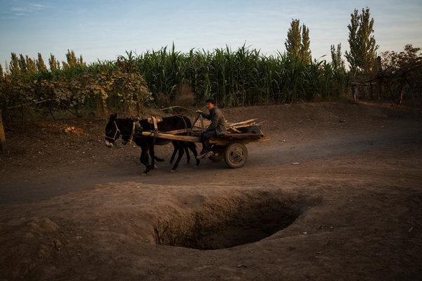 吐鲁番坎儿井干涸石油开采和工业化农业生产在将吐鲁番盆地抽干