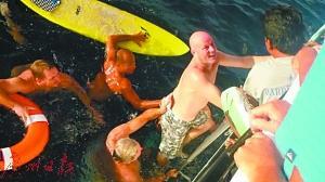 男子坠海28小时后生还:曾遇到鲨鱼 被海鸥攻击