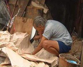 千万账单当废纸卖 粗心会计和拾荒老人谁的锅?