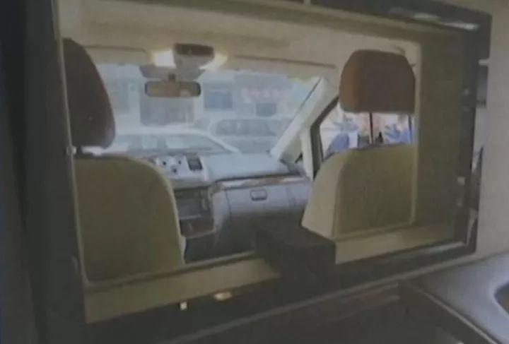 江苏一男子在自己车内被卡死 只因车内装了这东西