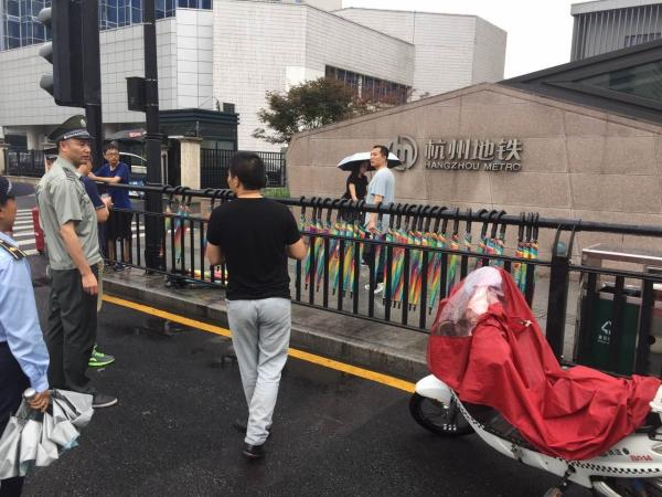 共享雨伞刚进杭州一天就被清理 这是谁的锅?