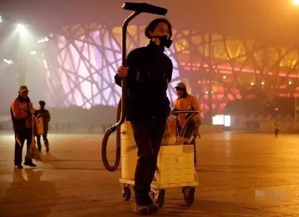 小伙收集雾霾做砖雾霾引起本能冲动